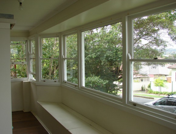 bay window shutters - DSC04747
