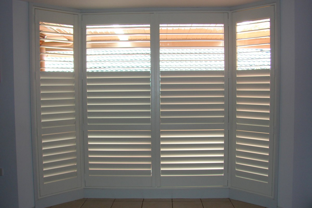 bay window shutters installed - DSC04299