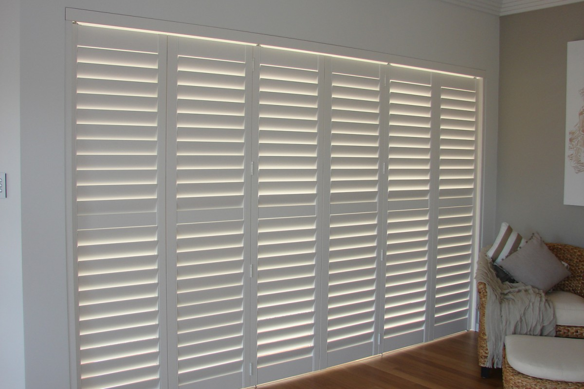 bi fold shutters internal room - DSC04094