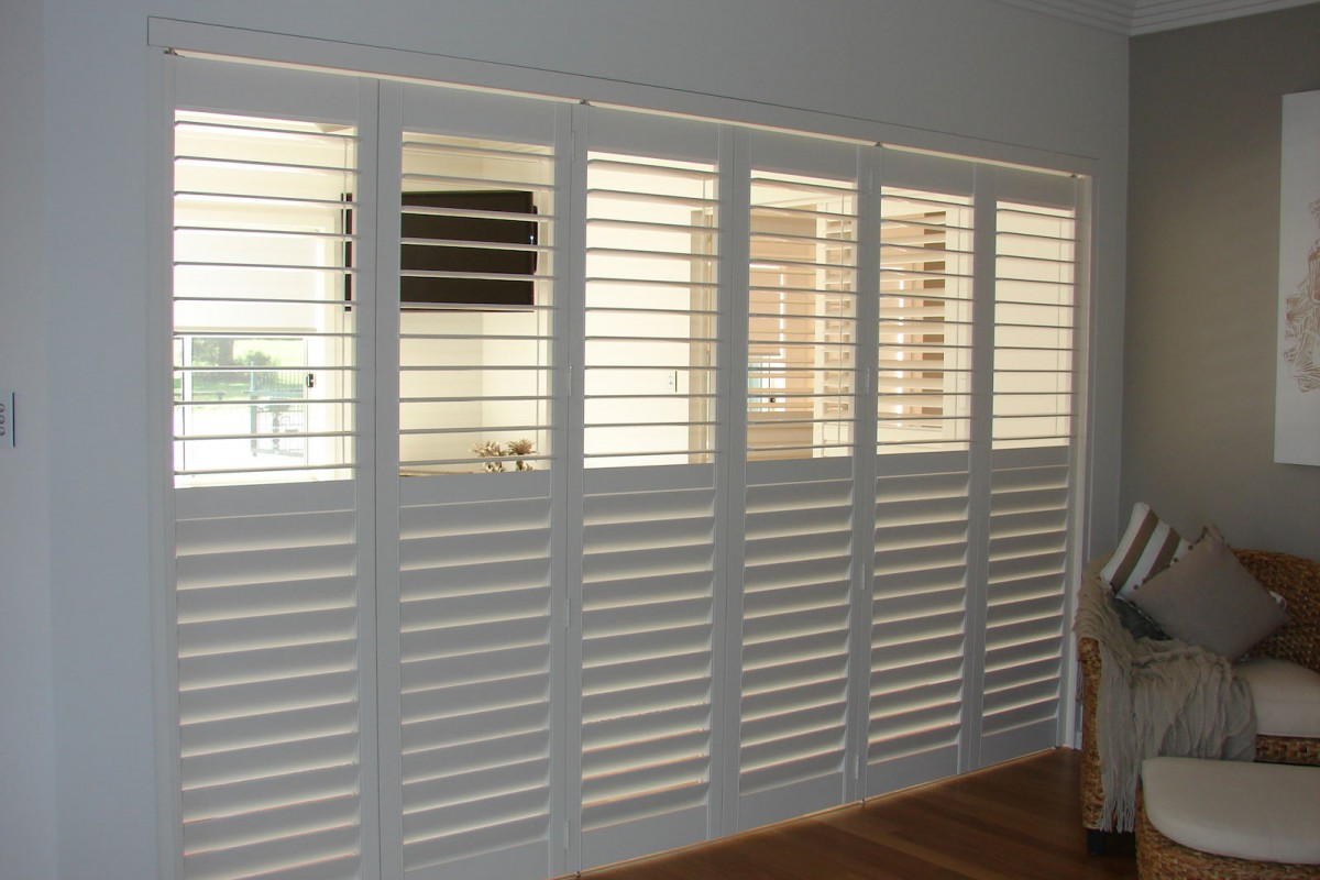 bi fold shutters internal room - DSC04095