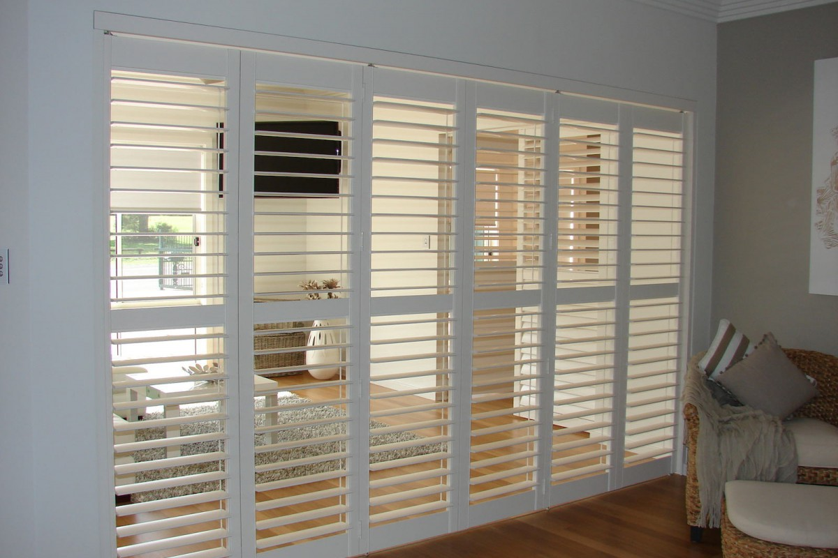 bi fold shutters internal room - DSC04096