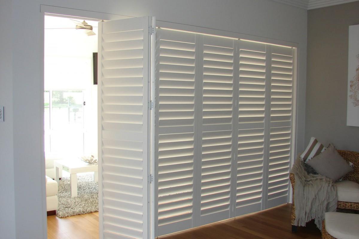 bi fold shutters internal room - DSC04097