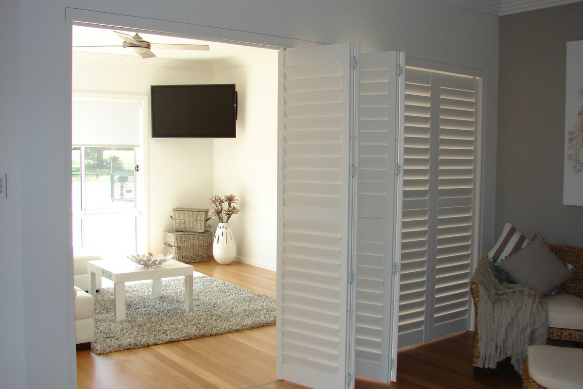 bi fold shutters internal room - DSC04098