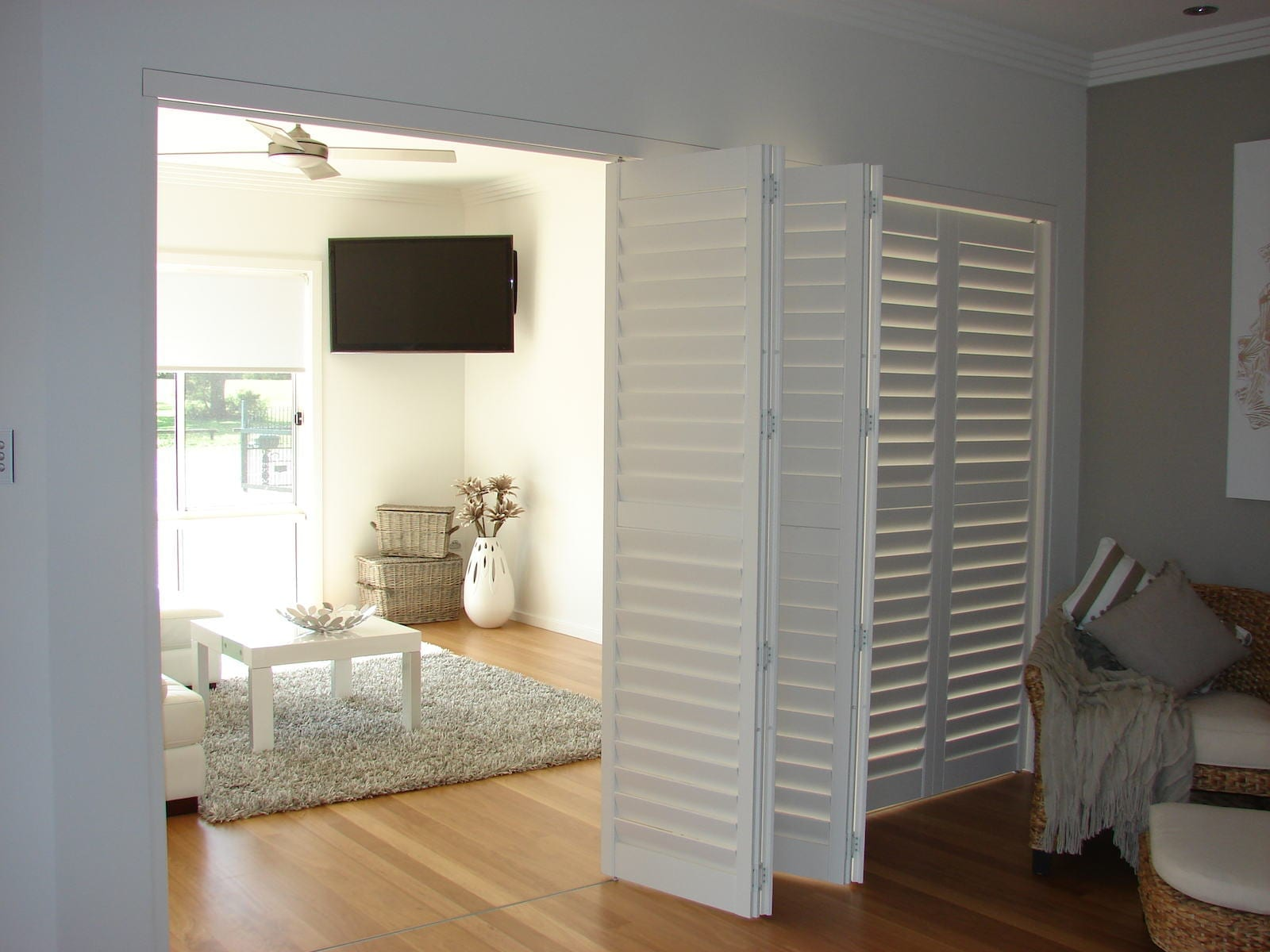 bi-fold-shutters-internal-room-DSC04098