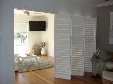 bi fold shutters internal room - DSC04099