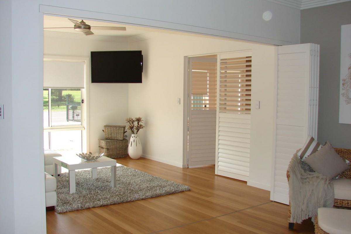 bi fold shutters internal room - DSC04100