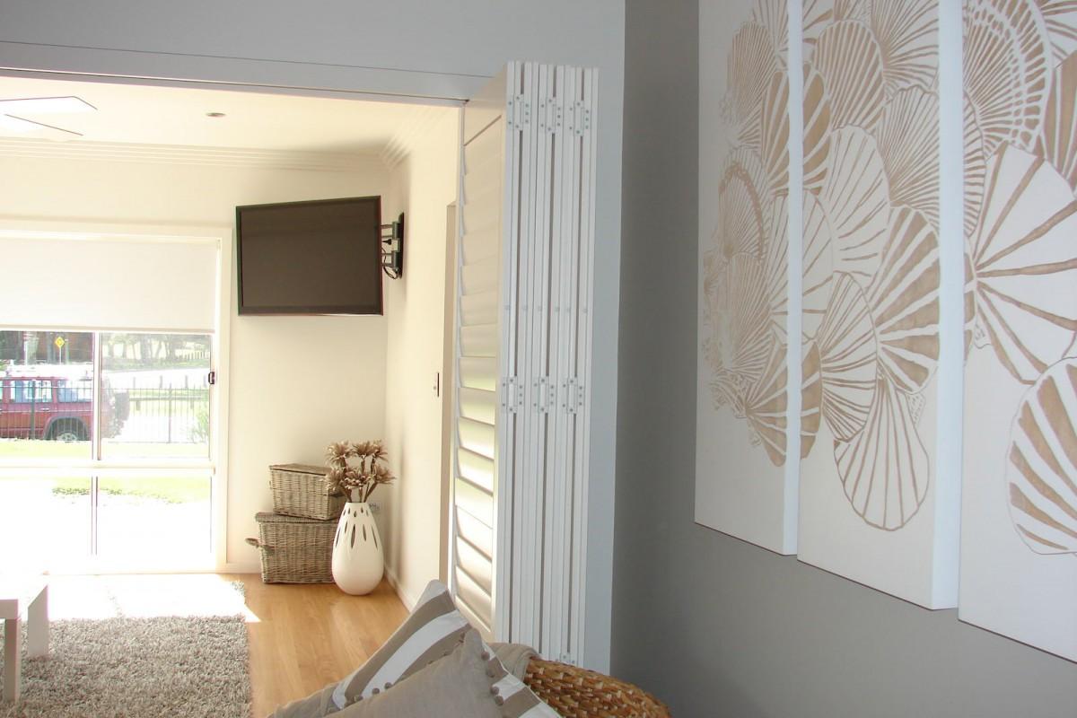 bi fold shutters internal room - DSC04101