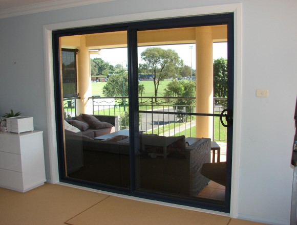 bypass shutters on sliding doorway - DSC05482