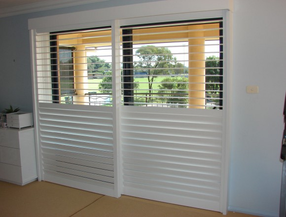 bypass shutters on sliding doorway - DSC05485