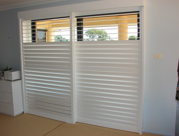 bypass shutters on sliding doorway - DSC05486