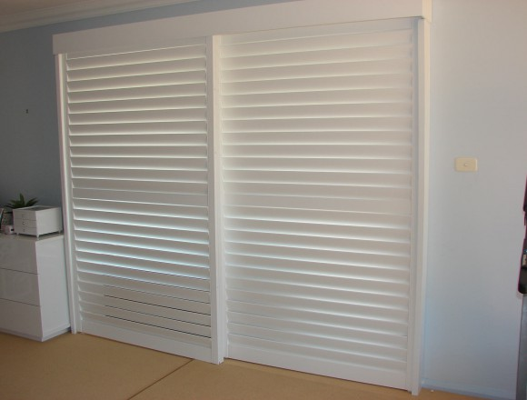 bypass shutters on sliding doorway - DSC05487
