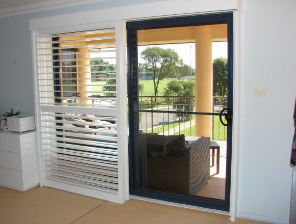 bi pass shutters on sliding doorway - DSC05489
