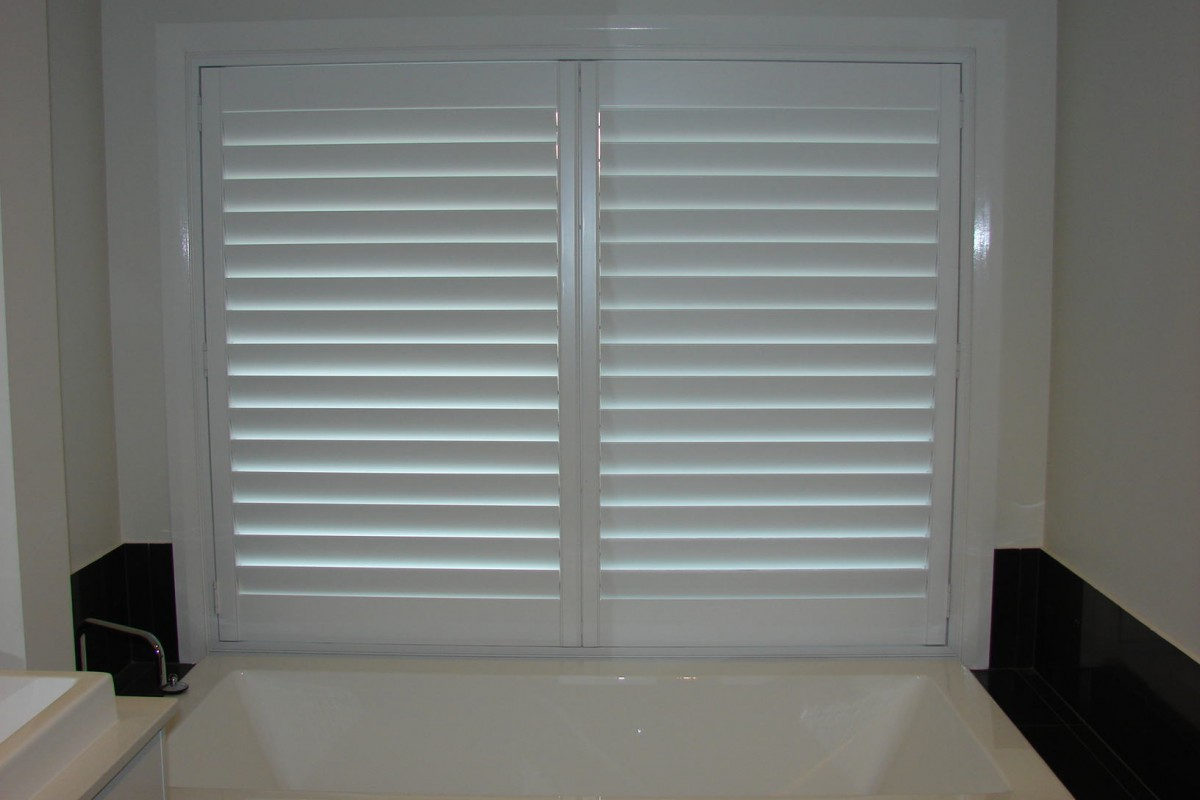 custom made shutters for a raised bath window - DSC05533