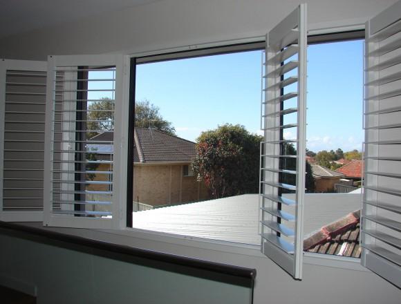plantation shutters - DSC06034