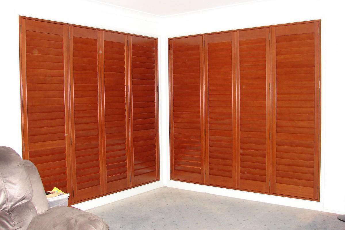 plantation timber shutters - DSC04307