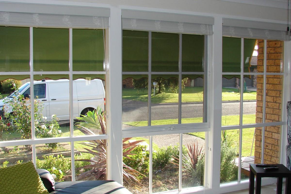venetian blinds for three front house windows - DSC05792