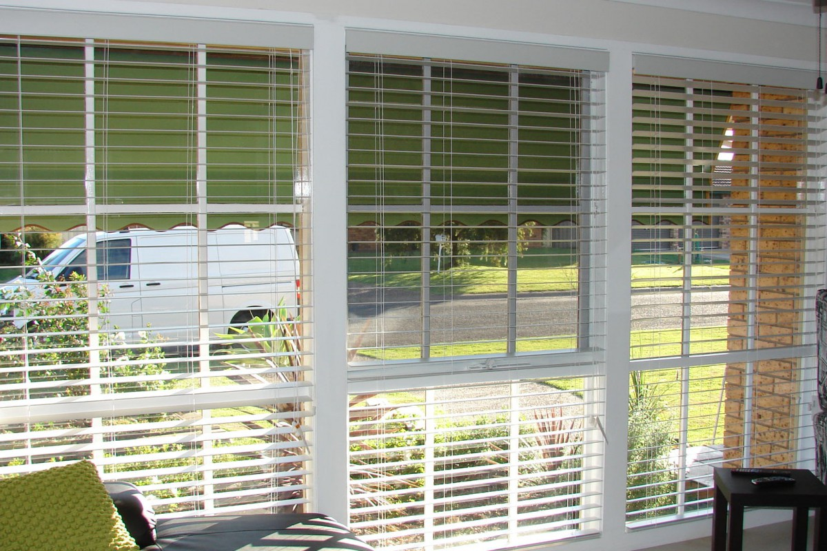 venetian blinds for three front house windows - DSC05793