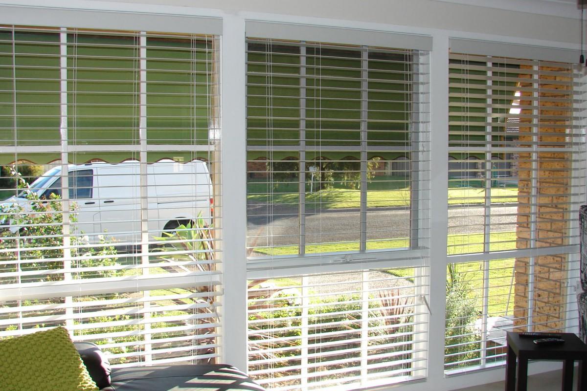 venetian blinds for three front house windows - DSC05793