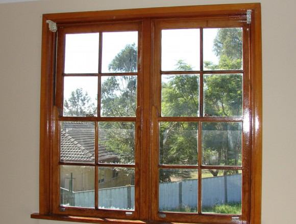 venetian blinds on a timber frame window - DSC05829