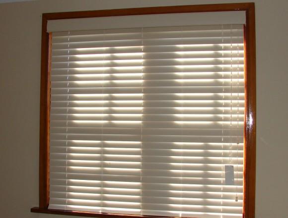 venetian blinds on a timber frame window - DSC05831