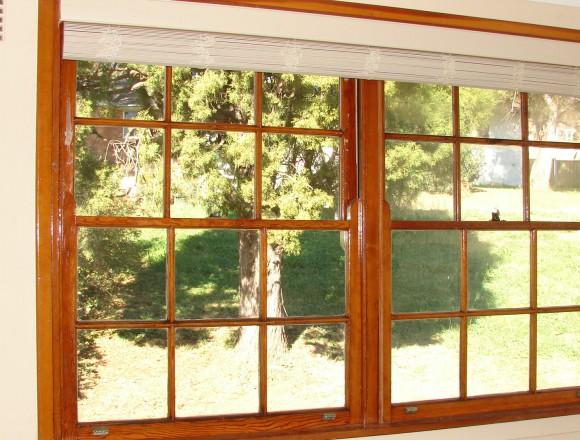 venetian blinds on a timber frame window - DSC05834