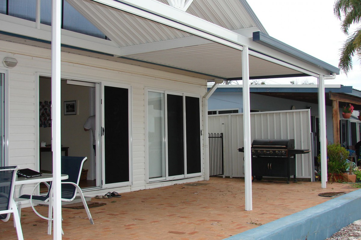 vertical awnings for patio - DSC05253